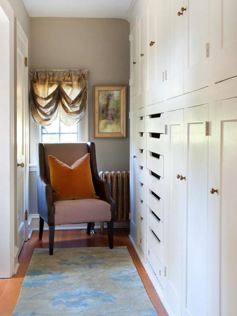 DP_Nile-Johnson-brown-transitional-closet-bedroom_v.jpg.rend.hgtvcom.966.1288