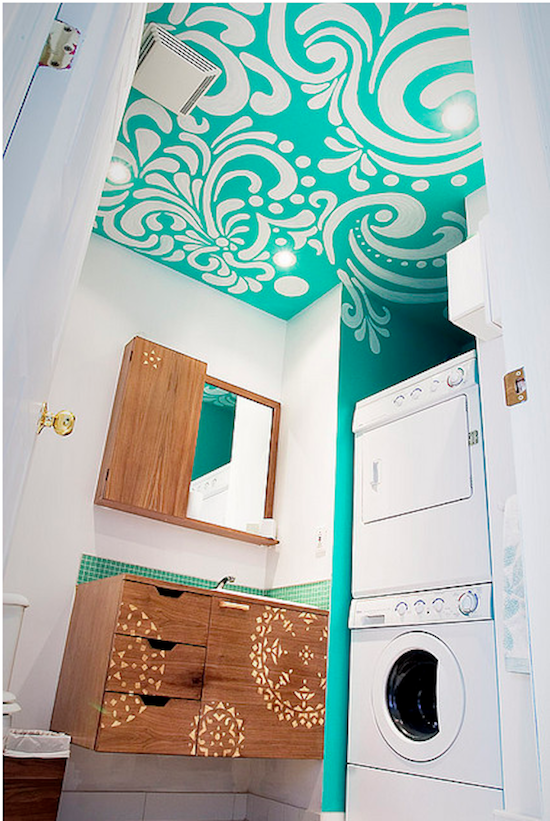 {Graphic bathroom ceiling}: add a splish-splash of wow in your bathroom by pairing white walls with a bold color and graphic ceiling.
